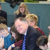 Politik trifft Schule: Ministerpräsident Weil zu Besuch an der IGS Roderbruch