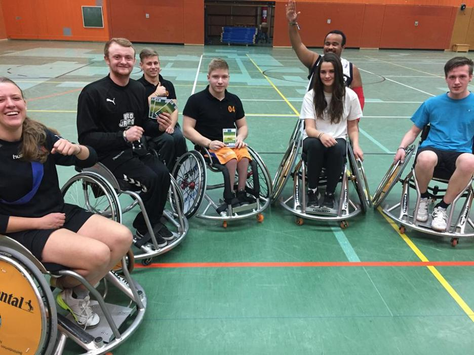 Die Rollstuhlbasketballer von Hannover United und die IGS Roderbruch gemeinsam gegen Rassismus, Ausgrenzung und Diskriminierung. Gemeinsam für mehr Toleranz!
