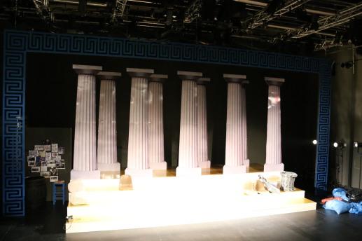 Das Bühnenbild.