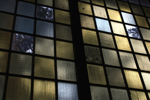 Fenster in der Sporthalle