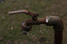 Der rostige Wasserhahn