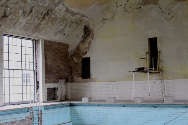 Schwimmhalle im Olympischen Dorf