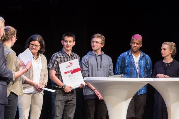 Unsere Schulleiterin Brigitte Naber, Jan, Tjark, Steven und Melanie List