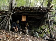 Zehn Tage wohnen die beiden im georgischen Wald