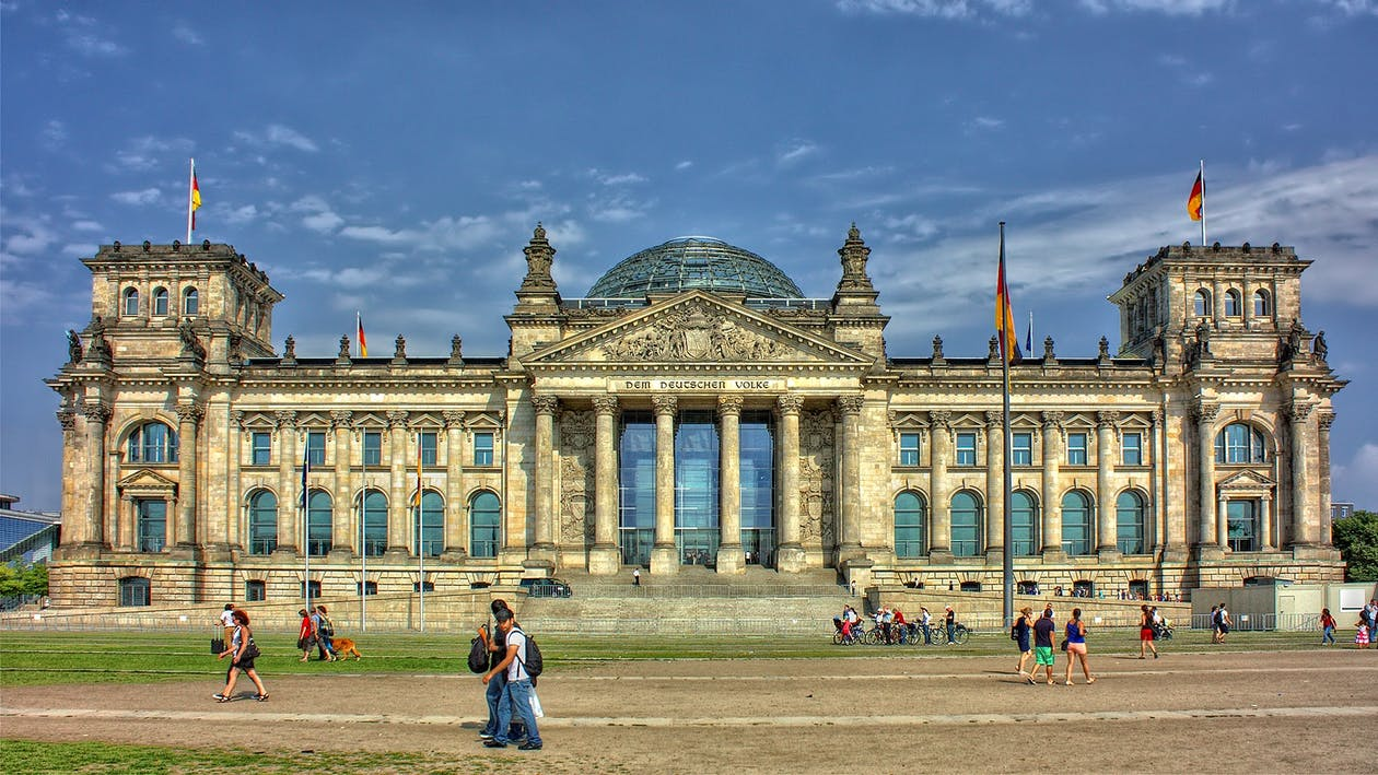 berlin-reichstag-government-glass-dome-86456