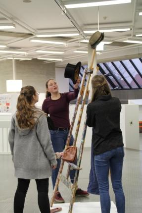 Leah, Leoni und Lara arbeiten fleißig an ihrer Idee