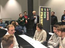 Die Schüler stellen ihre Gruppenergebnisse vor
